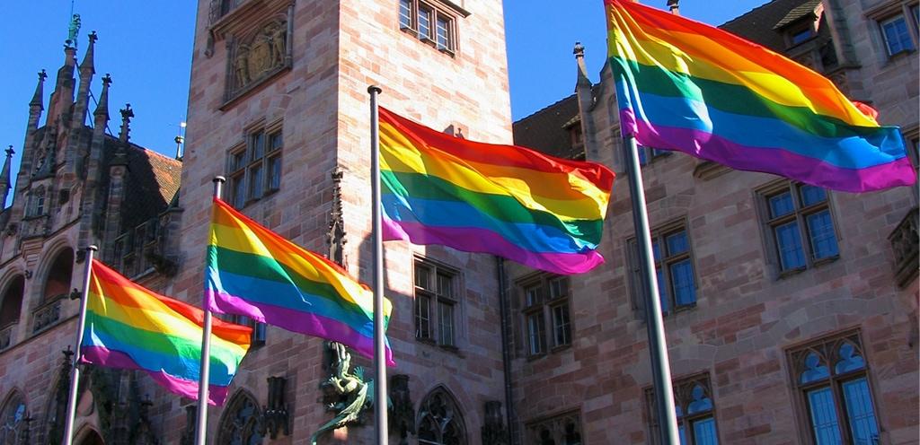 Regenbogen Flaggen Saarbruecken