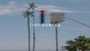"Elton John: Neues Video zu ""Tiny Dancer"""